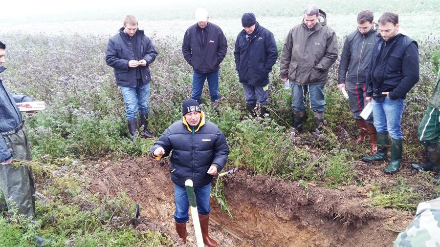 conseiller sur le terrain pour une étude des sols